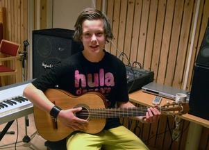 Jesper Tingsborg, Bräcke, en 14-åring med höga musikaliska ambitioner. Foto: Ingvar Ericsson