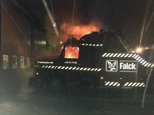 Branden totalförstörde hytten till en Scania M3 Torpedare, som inte tillverkas längre.