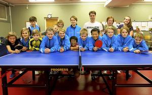Ungefär 25 spelare ingår i den röda tävlingsgruppen.