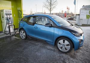 Räkna med fler bilbilar i framtiden när fler och fler länder hotar med förbud för bensin - och dieselbilar.