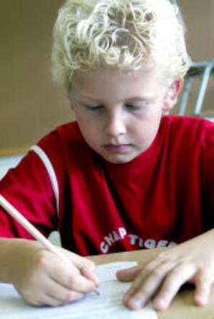 Erik Andersson har fått längre skoldagar, nya ämnen och ett nytt klassrum nu när han blivit mellanstadieelev.