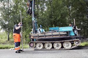Markproverna tas med hjälp av en borrbandvagn. Totalt kommer 17 stycken provtagningar att göras.
