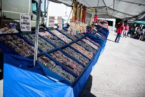 Godisstånden var många och erbjöd godis i alla dess former och sorter.