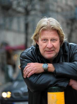 Rolf Lassgård, 54 år, Gävle:– Det har jag inte bestämt än. Det känns väldigt dubbelt. Det är diffust och långt bort allting, samtidigt som det är en demokratisk process att rösta.