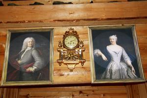 Gruvdriften inleddes 1736. Henrik Kalmeter och hustrun Sofia blickar ner  i entrén till gruvan – de målade originalporträtten hänger i Los kyrka.