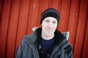 Patrik Blom och kompisarna i Rehns BK har haft digra dagar med att röja bort grenar och göra skidspåren i gott skick inför det klassiska skidloppet Hälsingeleden på skidor.