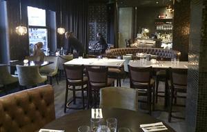 Bakfickan är helt ombyggd, och har fått två stora runda soffgrupper typ finlandsfärja som delar in matsalen i sektioner.