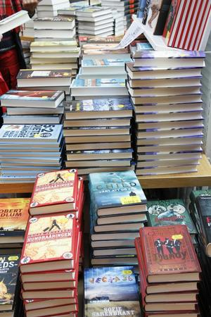 Massor med böcker ska byta ägare under februarirean.