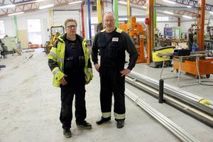 Roland Wikblom och Sören Ivarsson, personalansvarig, visar de ljusa, rymliga lokalerna.