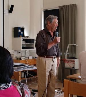 Emerich Roth berättar om sina upplevelser i de nazistiska koncentrationslägren på ett seminarium för prisvinnarna.