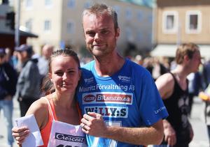 Lina Johansson och Lars Björklund, fästfolk som höll högsta fart i Stadsloppet. Nästa år blir det giftermål.