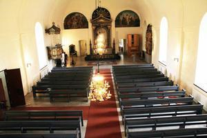 Allt har nu rengjorts, och där det har behövts restaurerats, i kyrkan.