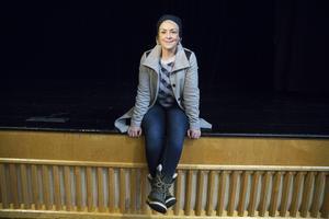 Karin Adelsköld bjuder in till gratis förläsning om standupens grunder och förutsättningar på OSD i Östersund 15 mars. Målet är att få fram ett antal personer som är intresserade att gå en standup-kurs i vår, och sedan kan börja uppträda på en lokal klubb i höst.
