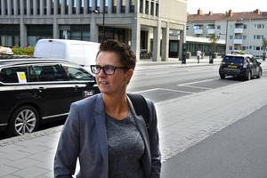 Maria Eriksson, ordförande för Rese & Logistik i Stöde, är besviken.  Bolaget förbereder en polisanmälan mot Taxi Drakstaden.