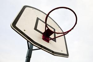 Parkskolan behöver nya nät till basketkorgar.