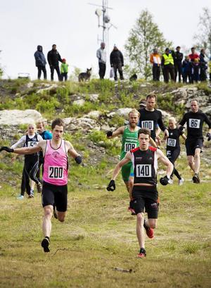 Johan Johansson, IK Skabbräven och Jonatan Thoresson, Trångsviken IF tog täten redan i starten. Johan Johansson tog hem silvret i loppet och Jonatan Thoresson kammade hem segern.
