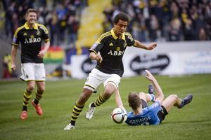 Noah Sonko Sundberg i AIK-tröjan från i fjol.