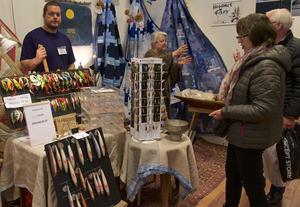 Björn Persson från Hogdals fiske tillverkar drag och säljer mest via nätet. På Lodge och lya kan hans drag ses i verkligheten.