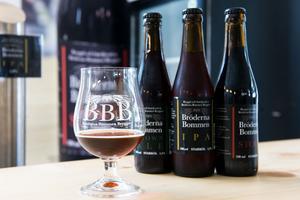 Bröderna Bommen har i dagsläget tre öl; brown ale, ipa och stout