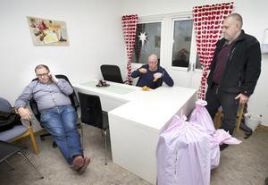 Konflikter ska lösas med möten. Lars Johansson är konsekvent. På bilden också Razq Alh Makluta och Robert Axelsson.