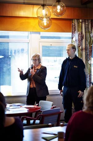 Gunilla Wallén och Andreas Hägg talade om hur självmord bland unga kan förebyggas.