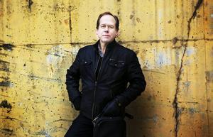 Bengt-Eric Norlén kan sina fioler.