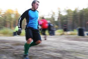 Klassiska idioten, tre gånger 45 sekunder, här var skidåkaren Fredrik Hansson den som var kvickast. Men riktigt jobbigt var det för alla.