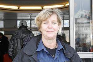 Kommunpolisen Carola Wiklund: – I Bergshamra finns det mycket bilburen ungdom. Foto: Therése Söderlund
