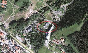 Mannen hittades död vid 12-tiden på måndagen. En privatperson ska ha upptäckt den döda mannen en bit bakom Tott Hotell.