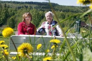 Helena Norlén och Evert Jonsson har dagen efter den historiska vändningen i skolfrågan hyllats av både lärare, föräldrar och skolbarn.