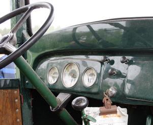Instrumentpanelen i en gammal traktor. Inte så mycket att hålla reda på...