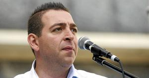 Roger Haddad, riksdagsledamot för Liberalerna, är nöjd över att två ministrar fick gå. Det återstår att se om Alliansen också kräver försvarsministerns avgång, något som Haddad ännu inte ville uttala sig om.
