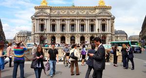 Runt operan i paris finns det bra shopping, enligt Marcel Marongiu.