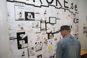 Erik Åhslund mer känd som Erske fyllde väggen med sina bästa teckningar.