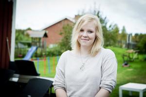 Evelina Östlund har kommit fram till att hennes dyslexi aldrig kommer att växa bort. Men genom att i alla lägen hålla skärpan och ständigt öva så klarar hon att hålla bokstäverna och orden i schack.