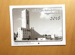Den 18:e årgången av väggalmanackan med Blötbergshistoria är klar för försäljning.