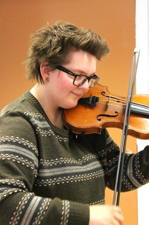 Ingela Lindkvist har spelat folkmusik i många år.