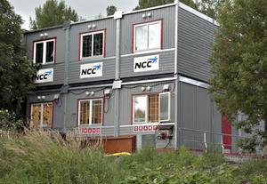 NCC håller just nu på med byggarbeten för det nya kraftvärmeverk som uppförs vid fjärrvärmeverket i Bollnäs. Flera baracker har satts upp i anslutning till värmeverket.