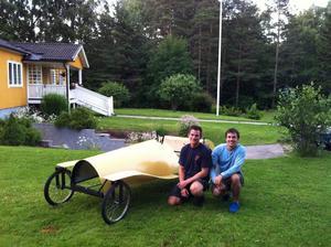 Bröderna Karmbo är klara med sin lådbil på fredag och då ska den testas innan det bär i väg till Stockholm.