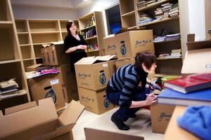 Vårterminen har visserligen startat men lärarna Hanna Lindqvist och Malin Ekman har fortfarande ett antal kartonger att ta i tu med efter flytten till de nya lokalerna.