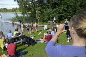 Festligt. En av sommarens stora höjdpunkter på badplatsen vid Veen är förstås den högtidliga simavslutningen.
