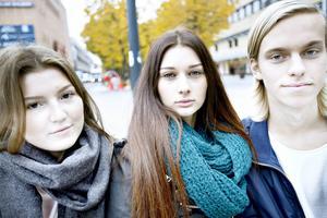Ella Brodin, Alexandra Hemlin och Anton Geholm pratade på måndagsmorgonen om det som hänt med de två pojkarna som överdoserat drogen spice i helgen.