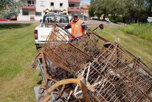 Under onsdagen draggade räddningstjänsten Enåns nedre utlopp i Siljan. I ån hittades ett tiotal kundvagnar och tre cyklar. Kommunens Kjell-Åke Jansson kunde fylla en pickup med släp, för vidare transport till återvinningsstationen.