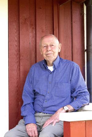 – Jag trivs väldigt bra här i mitt nuvarande hus vid havet, precis som jag gjorde vid Dalarö när jag var barn, säger Sven Jonsson.
