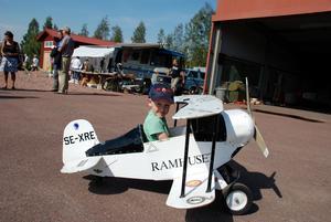 Flygglädje. Robert Rosenqvist, Strängnäs, flög till Siljansnäs. Dock inte i detta plan, utan med pappa Lars i ett större plan, PA28.