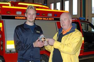 Foto:  Lennart PetterssonLions president Åke Mjöberg och David Svensson vid räddningstjänsten.