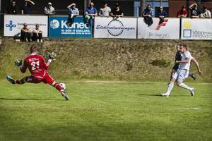 Simon Åberg, en av matchens stora profiler, satte 1–0 tidigt i första halvlek.