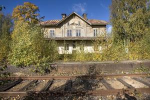 Det gamla stationshuset i Näsviken är ett vackert hus. Det ligger vid den nedlagda Dellenbanan.