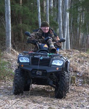 Hans Ångman har alltid med sig kameran ute i skogen.