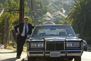 Glidare. Mick Haller glider omkring i sin Lincoln med chaufför, mellan domstol, fängelse och skumma kontakter i undre världen.